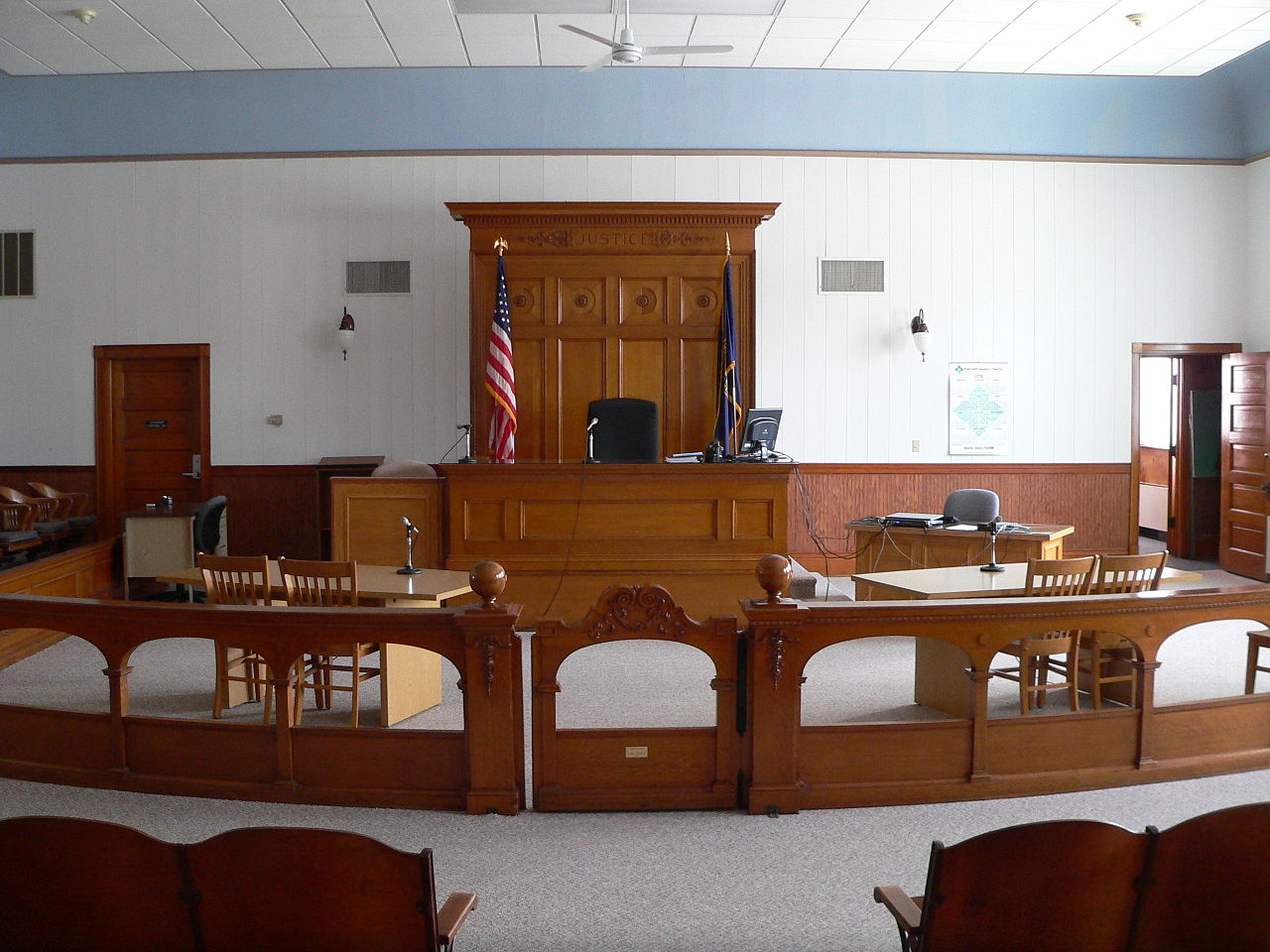 1280px-Wayne_County_Courthouse_(Nebraska)_courtroom_1