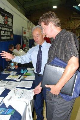 800px-Naval_Base_Ventura_County_Job_Fair_(15269988921)